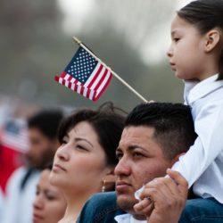 Người nhập cư trái phép sinh con ở Mỹ, mẹ phải về nước