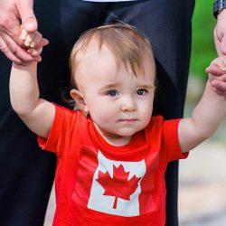 Người nhập cư Canada lâu năm giàu có hơn dân bản địa
