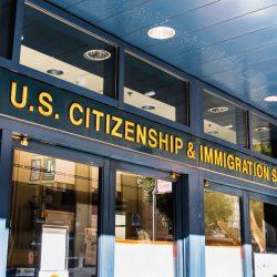 Sở Di trú Mỹ USCIS áp dụng điều chỉnh phí xử lý hồ sơ định cư từ 2/10/2020
